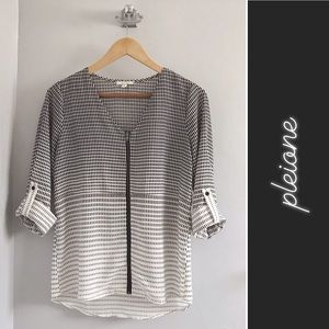 Pleione Petite Roll Up Long Sleeve Blouse • XS